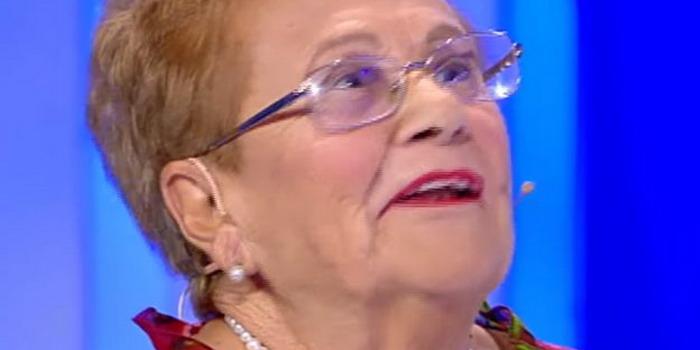 """VIDEO Nonna Maria da Vittoria a """"C'è posta per te"""" alla ricerca del suo amore perduto. Lo ritrova, ma…"""