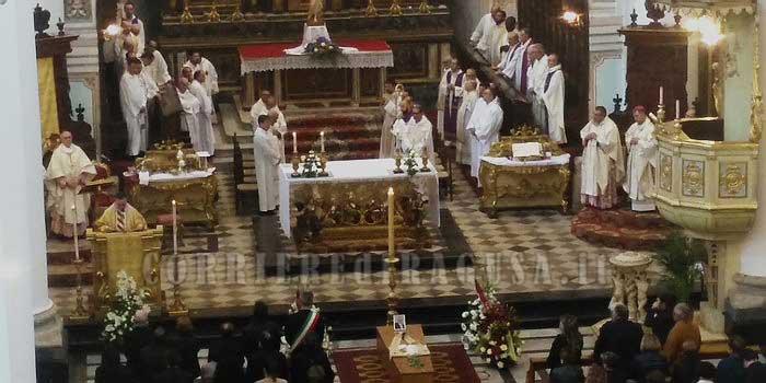L'ultimo saluto a Don Carmelo Lorefice nella sua S. Pietro