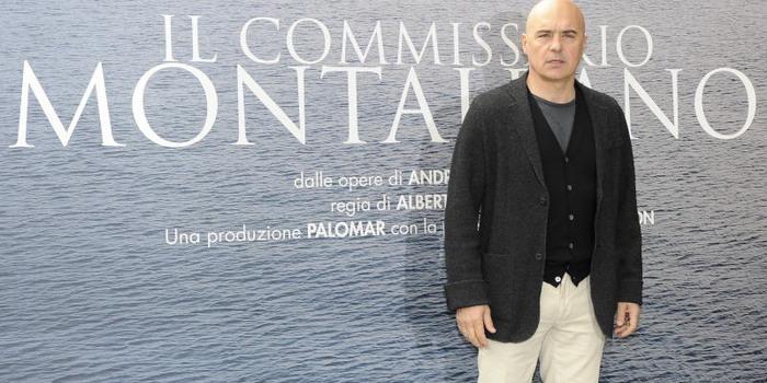 """VIDEO Il commissario Montalbano """"braccato"""" dai fans a Ragusa: """"E adesso da dove scappo""""?"""