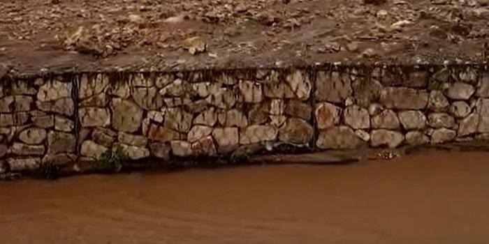 VIDEO Ondata di fango invade alcune case a Marina di Modica